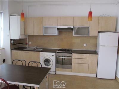 Inchiriere Apartament 3 Camere Semidecomandat In Bloc Nou In Centru