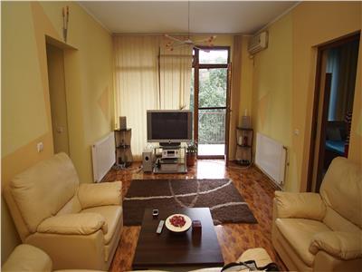 Vanzare Apartament 3 Camere+Garaj In Zona Traian Mosoiu In Centru